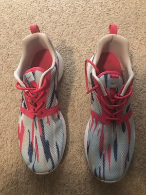 Nike Roshe Runs Size 7y In Great Condition for Sale in Raleigh, NC