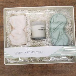 NEW Truspa cozy night 6 piece set for Sale in Renton, WA