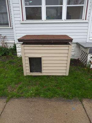 Dog house with heater for Sale in Lincoln Park, MI