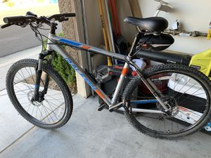 Raleigh Talus 3 Mountain Bike for Sale in Las Vegas, NV