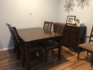 Dinning set. Extension table with 6 chairs for Sale in Germantown, MD