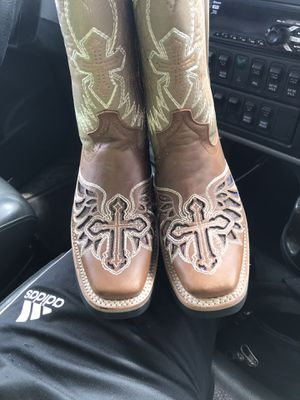 Girl boots size 5.5 for Sale in Pasadena, TX