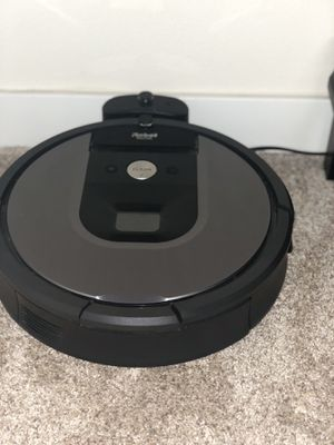 Irobot Roomba 960 vacuum cleaning robot for Sale in Mill Creek, WA