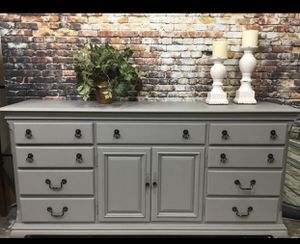 Triple dresser and 2 nightstands or bedside tables for Sale in Katy, TX