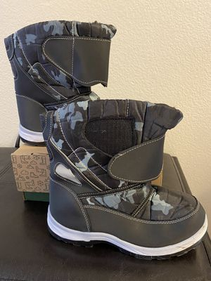 Kids boys snow boots size 6 for Sale in Las Vegas, NV