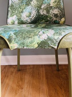 5 Vintage MCM Floral Chairs for Sale in Seattle,  WA