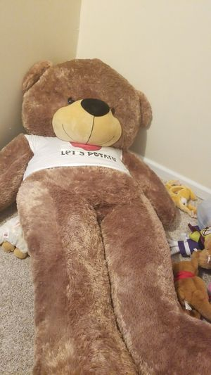 6 feet teddy bear for Sale in Dearborn, MI