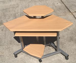 Space-saving corner desk. for Sale in Decatur, GA
