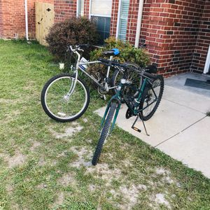 """2 minutes bike 26"""" Schwann and huffy for Sale in Arlington, TX"""