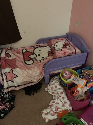 Girls bed with mattress and bedding for Sale in Austin, TX