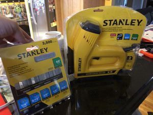 Stanley Heavy Duty staple and nail gun, with staples and nails for Sale in Miami, FL