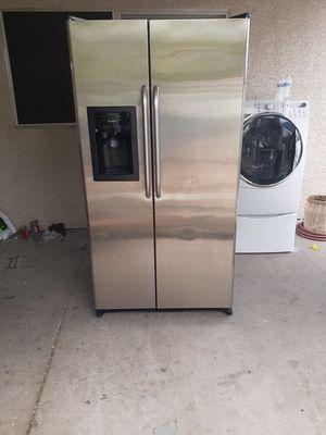 Beautifull General electric refrigerator for Sale in Las Vegas, NV