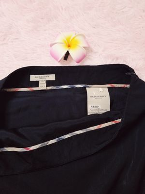 Black Burberry skirt , side zipper with slit for Sale in Coupeville, WA