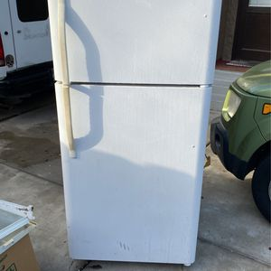 Perfectly good running refrigerator and freezer you pick up for Sale in Lodi, CA
