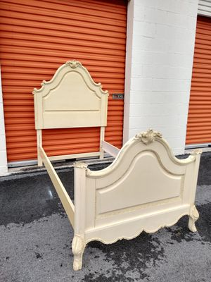 Headboard with bed frame twin size for Sale in Oakland Park, FL