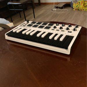 *PENDING* AKAI Professional MPK mini MIDI Keyboard for Sale in Manchester, CT