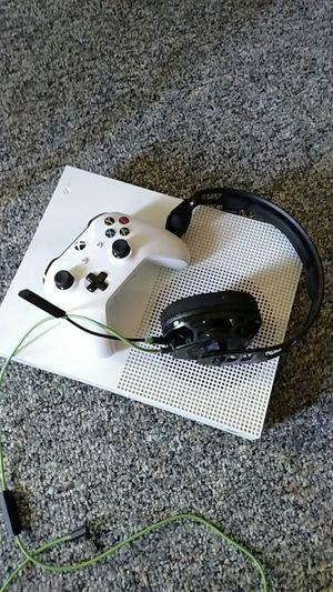 Xbox one s (with controller and headset) for Sale in Grand Haven, MI