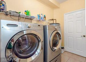 FRIGIDAIRE affinity washer machine set with pedestal for Sale in Miramar, FL