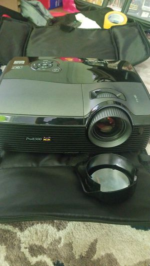 Viewsonic pro8300 projector for Sale in Lebanon, CT