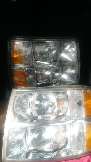 2010-2013 silverado headlights brandnew was onnl the truck when i bought it in 2011 removed fpr after market for Sale in Gonzales, LA