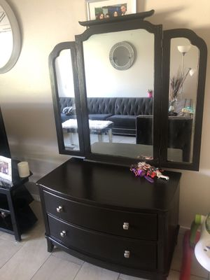 Mirror with dressers for Sale in Phoenix, AZ