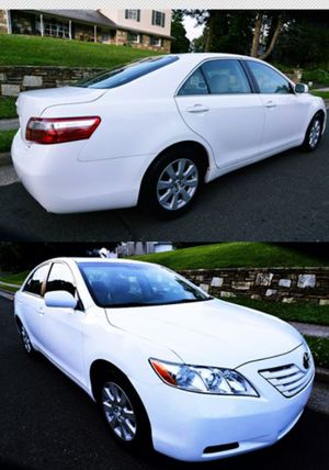 2OO8 Toyota Camry price $8OO M3 for Sale in Moreno Valley, CA