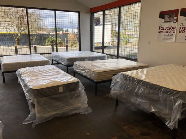 NEW: KING SIZE GS STEARNS & FOSTER PILLOW TOP MATTRESS & BOX SPRINGS BED SET