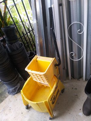 Mop bucket for Sale in Lake Worth, FL