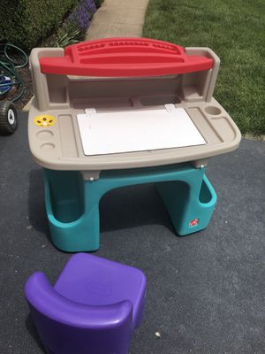 Kids Desk for Sale in Leesburg, VA