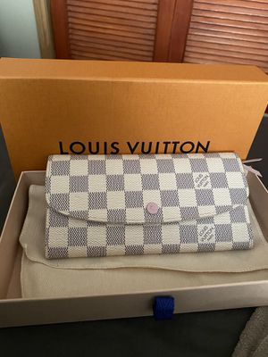 Louis Vuitton Emilie Wallet for Sale in Chicago, IL