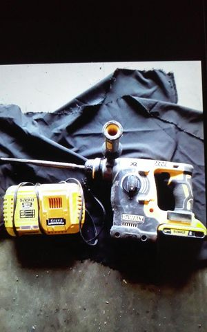 "Dewalt. 1"" sds brushless rotary hammer con bateria y cargador rapido for Sale in Lynwood, CA"