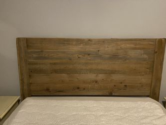 Handmade Queen Reclaimed Wood Farmhouse Freestanding Headboard for Sale in Tacoma,  WA