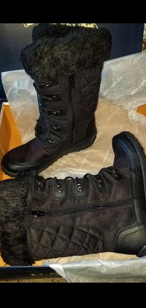 Women's winter boots for Sale in Miami, FL