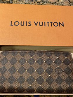 Louis Vuitton Damier Stud Zippy Wallet for Sale in Franklin,  TN
