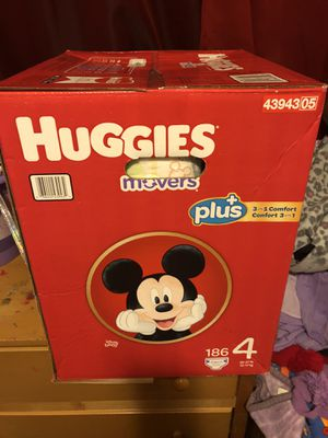 HUGGIES LITTLE MOVERS 186 DIAPERS SIZE 4 SUPER LARGE BOX for Sale in Tacoma, WA