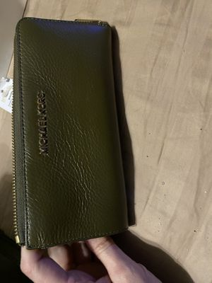Michael Kors purse and wallet for Sale in Southaven, MS
