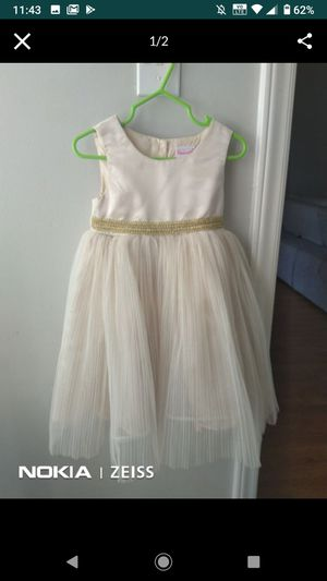 Free Gently worn little girl dress🥰🥰 for Sale in High Point, NC