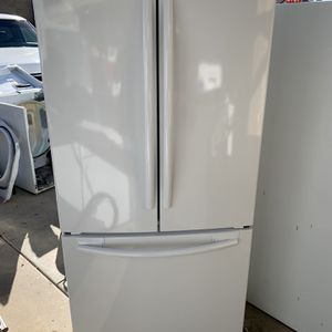 Samsung 3 Doors Apartment Size Refrigerator And Bottom Freezer for Sale in Moreno Valley, CA