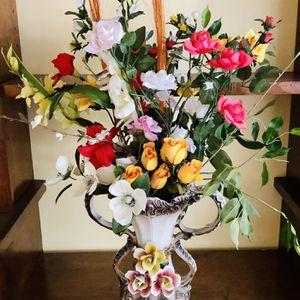 Beautiful flower vase for Sale in Los Angeles, CA