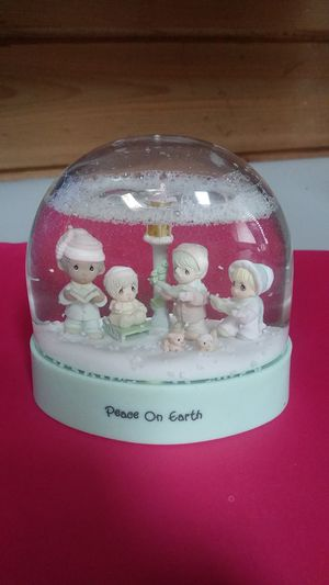 1988 Peace on Earth Precious Moments Snow Globe for Sale in Gresham, OR