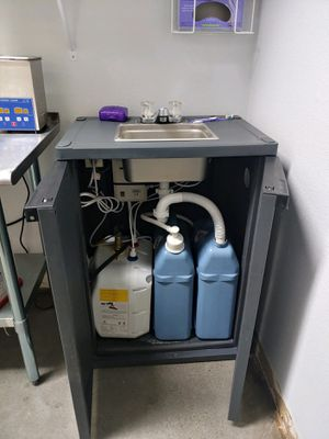 Portable Sink w/hand washing station & hot and cold for Sale in Kennewick, WA