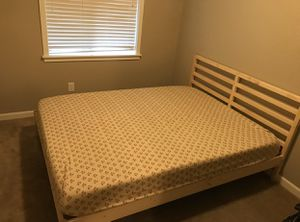 """Queen bed frame and 10"""" memory foam mattress for Sale in Vancouver, WA"""