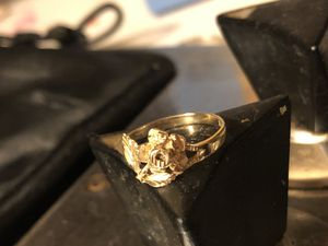10kt floral design ring for Sale in Traverse City, MI