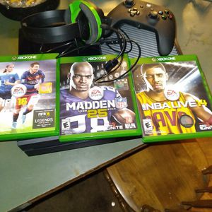 XBOX ONE 3 Games , Headphones And Controller for Sale in Tacoma, WA