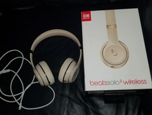 BEATS SOLO 3 WIRELESS SATIN GOLD for Sale in Red Oak, TX