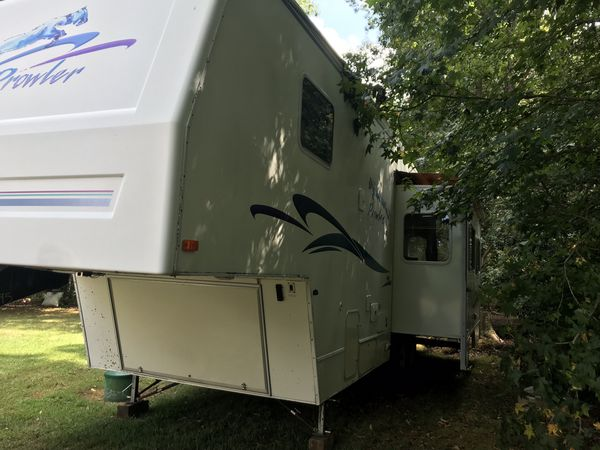 Fleetwood camper trailer 5th wheel