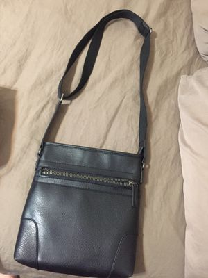 Aldo messenger leather bag for men with ipad case. for Sale in Los Angeles, CA