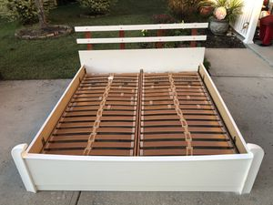 King Bed Frame with Slats that reclines. Comes with free king mattress. Very good condition. Door Delivery available. Hablar espanol for Sale in Raleigh, NC