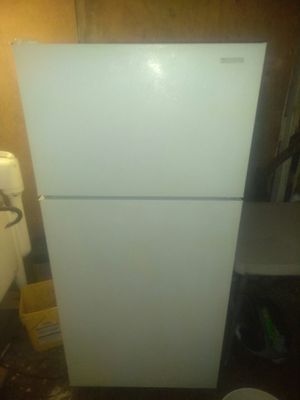 Apt size fridge, 14 cu ft fridge. Delivery available for Sale in San Diego, CA