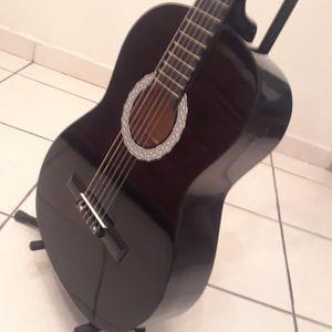 GUITARRA Y FORRO NUEVOS for Sale in Miami, FL